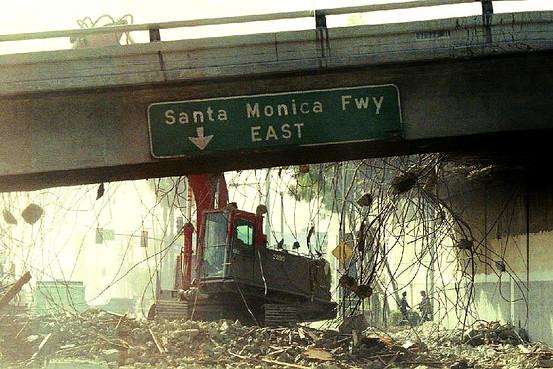 gempa bumi california santa monica street