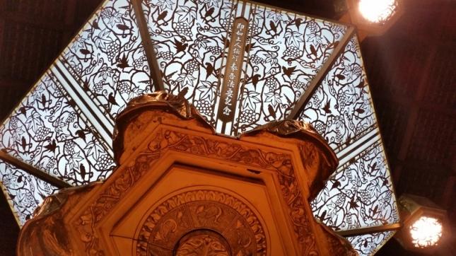 Salah satu ornamen lampu yang mirip ornamen di Jawa.